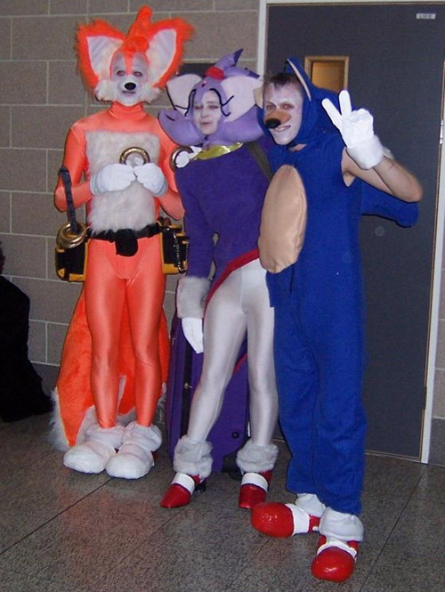 Sonic-tails-cosplay-shame-1a